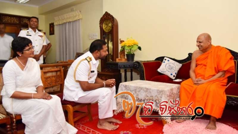 navy-commander-visits-sri-dalada-maligawa